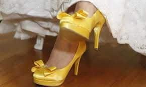 buque amarelo